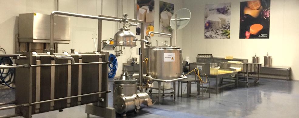 Dieses Bild zeigt die Käsemacherwelt von innen und gibt Einblick in die Produktion.