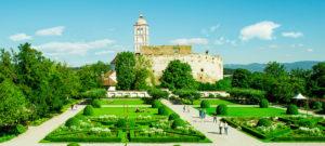 Blick in den Schlossgarten und zur Schallaburg