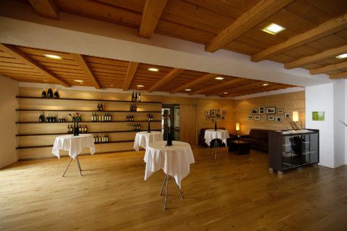 Weingalerie mit Weinverkostung